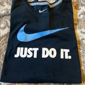 NIKE NWOT FITTED TEE